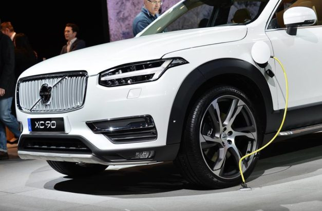 volvo-xc90-excellence-hybrid-phev-twin-engine-charging-india-pictures-photos-images-snaps