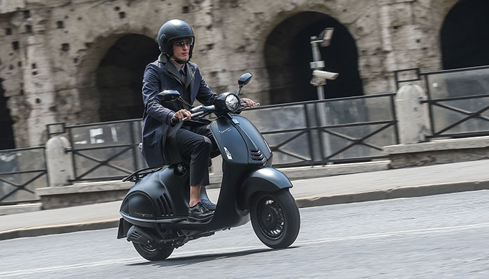 2016-vespa-946-emporio-armani-india-launched-details-pictures-price