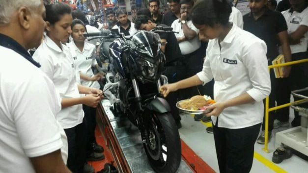 bajaj-dominar-400-production-starts-launch-december-15