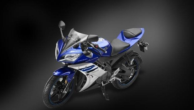 2016-yamaha-yzf-r15-aho-automatic-headlight-on