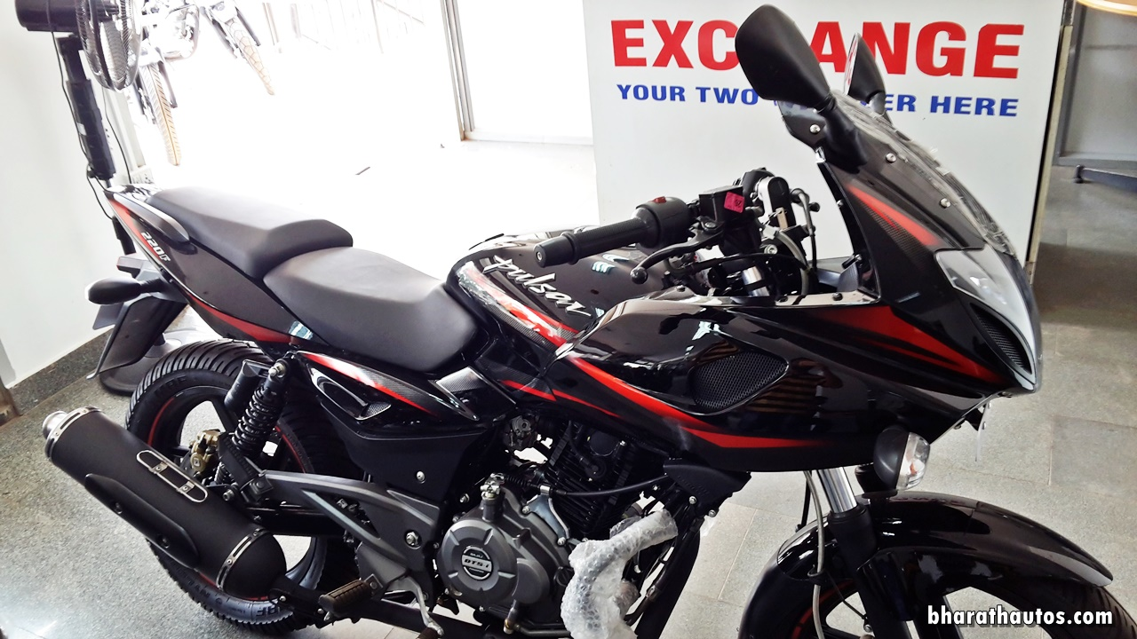 The 2017 Bajaj Pulsar 220F Gets BSIV Compliance And Blackened Out Exhaust Heat Shield