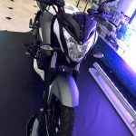 new-2017-bajaj-pulsar-200ns-fi-front-pictures-photos-images-snaps-video