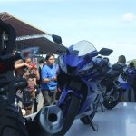new-2017-yamaha-yzf-r15-v3-blue-india-pictures-photos-images-snaps-video