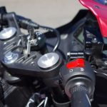 new-2017-yamaha-yzf-r15-v3-handlebar-india-pictures-photos-images-snaps-video