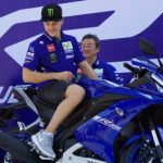 new-2017-yamaha-yzf-r15-v3-valentino-rossi-india-pictures-photos-images-snaps-video