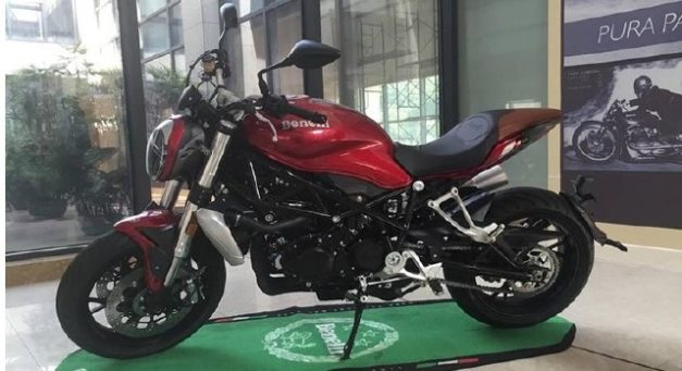 2017-benelli-tnt-750gs-naked-streetfighter-rear-back-pictures-photos-images-snaps-video