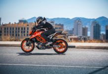2017-ktm-390-duke-promo-video-performance-test