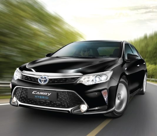 2017-toyota-camry-hybrid-2017-toyota-prius-india-launched