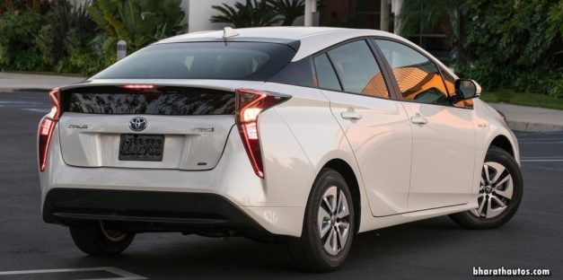 2017-toyota-prius-hybrid-india-rear-back-pictures-photos-images-snaps-video