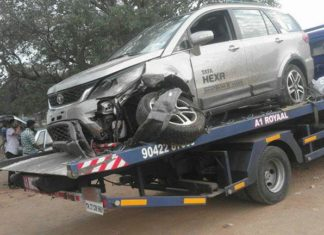 tata-hexa-accident-crash-front-pictures-alloy-wheels-axle-photos-images-snaps