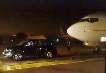 tata-hexa-towing-boeing-737-300-passenger-aircraft-plane