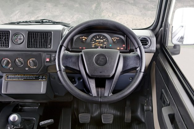 2017-force-gurkha-facelift-xpedition-xplorer-edition-dashboard-interior-cabin-inside