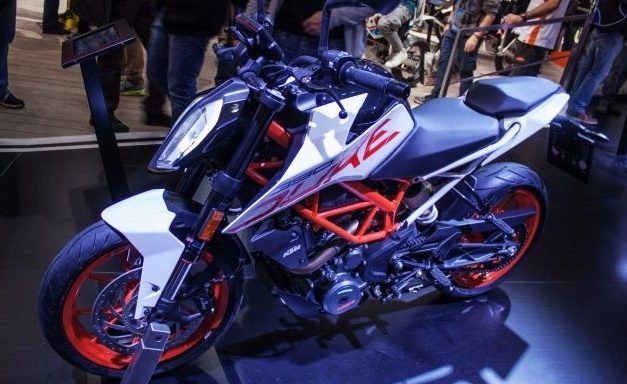2017-ktm-duke-390-white-colour-limited-edition-front-pictures-photos-images-snaps-gallery-video