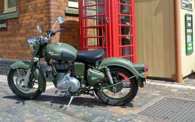 2017-royal-enfield-classic-battle-green-india-outlets-photos-images-snaps-pictures-gallery
