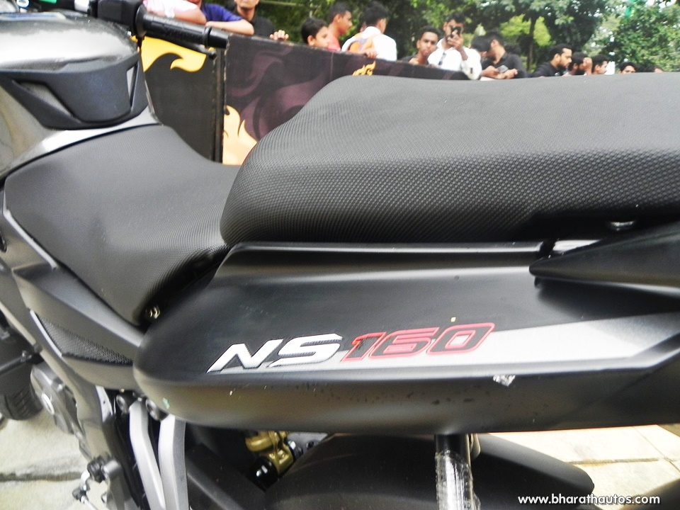 bajaj-pulsar-ns160-oil-cooled-india-split-seat - BharathAutos