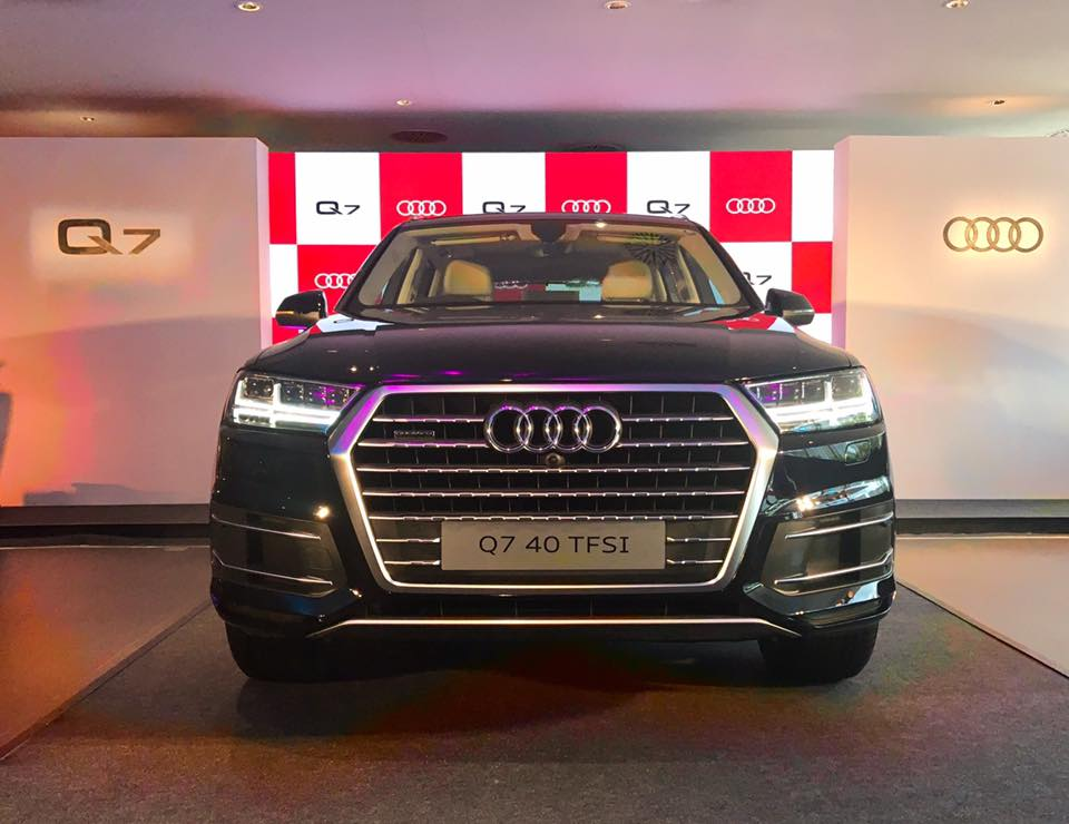 audi q7 2 0 tfsi petrol version launched in india rs lakh. Black Bedroom Furniture Sets. Home Design Ideas