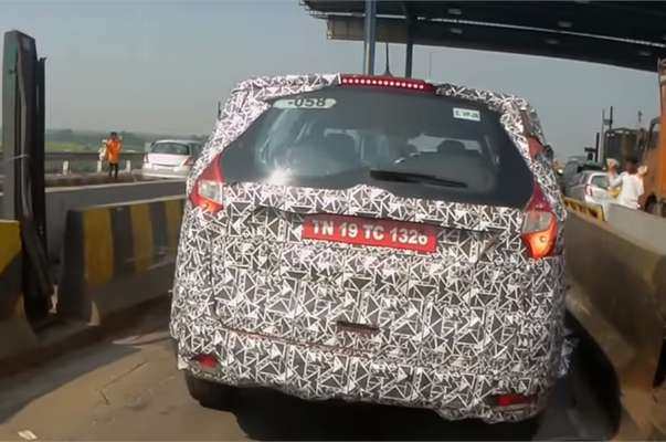 mahindra-u321-mpv-rear-back-details-revealed