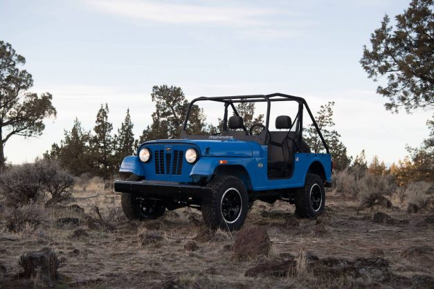 mahindra-roxor-off-roader-usa-america-front-side-pictures-photos-images-snaps-gallery