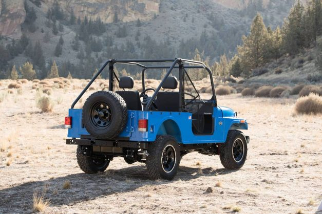 mahindra-roxor-off-roader-usa-america-rear-back-pictures-photos-images-snaps-gallery