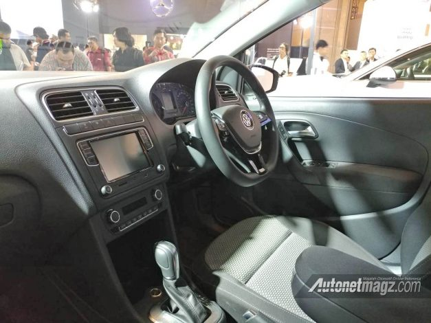 volkswagen-polo-vrs-140-hp-india-dashboard-interior-cabin-inside-pictures-photos-images-snaps-gallery