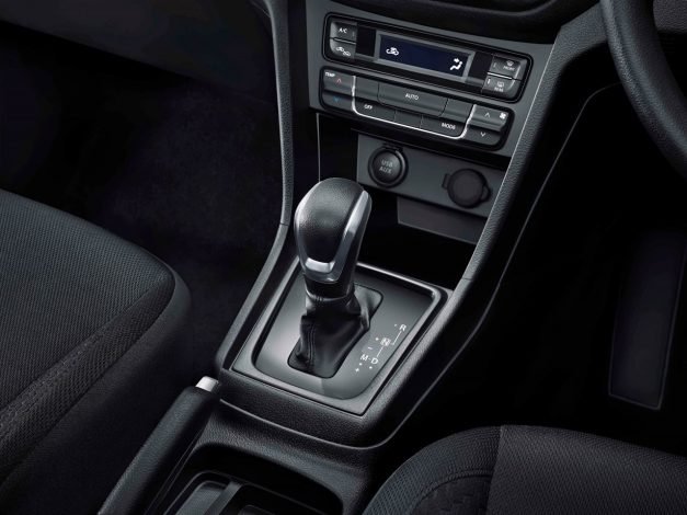 2018-maruti-suzuki-vitara-brezza-amt-gearbox-transmission-facelift-india-pictures-photos-images-snaps-gallery