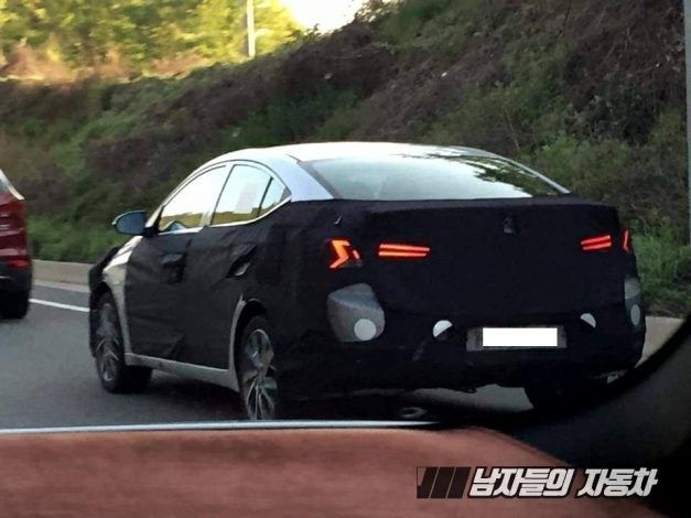 2019-hyundai-elantra-facelift-taillights-pictures-photos-images-snaps-gallery