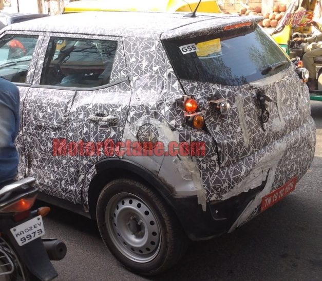 mahindra-xuv300-s201-compact-suv-rear-back-pictures-photos-images-snaps-gallery