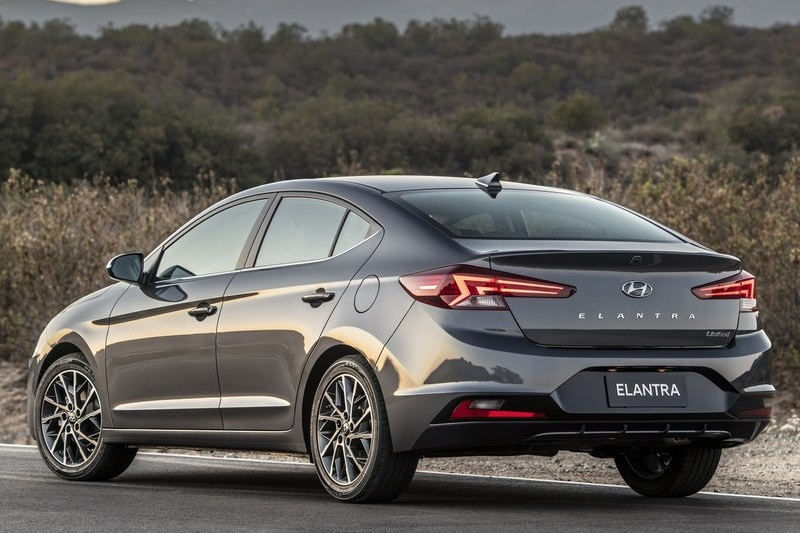 Civic 2019 Facelift >> 2019 Hyundai Elantra facelift revealed; India launch next-year