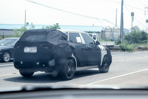 kia-sp-kia-tusker-mid-size-suv-spied-rear-back-shape-india-pictures-photos-images-snaps-gallery