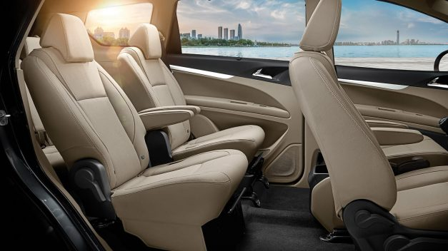 2018-mahindra-marazzo-mpv-2nd-row-passenger-seats-fabric-upholstery-india-pictures-photos-images-snaps-gallery