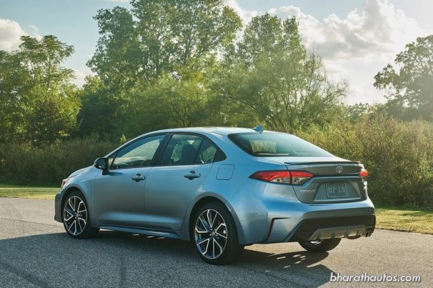 2020-toyota-corolla-altis-sedan-rear-back-india-pictures-photos-images-snaps-gallery