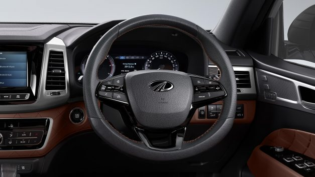 mahindra-alturas-g4-steering-wheel-india-pictures-photos-images-snaps-gallery