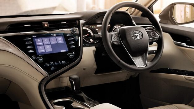 2019-toyota-camry-hybrid-dashboard-inside-india-pictures-photos-images-snaps-gallery