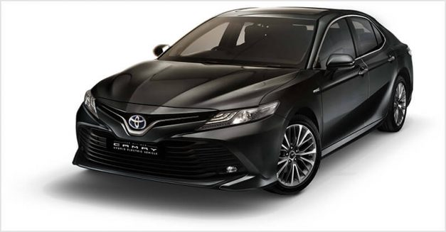 2019-toyota-camry-hybrid-exterior-outside-india-pictures-photos-images-snaps-gallery
