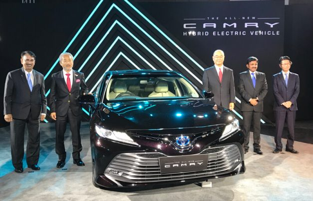 2019-toyota-camry-hybrid-india-pictures-photos-images-snaps-gallery