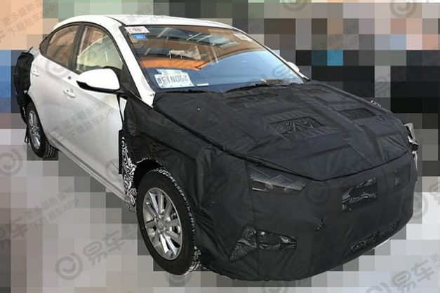2020-hyundai-verna-yuena-facelift-india-front-side-pictures-photos-images-snaps-gallery