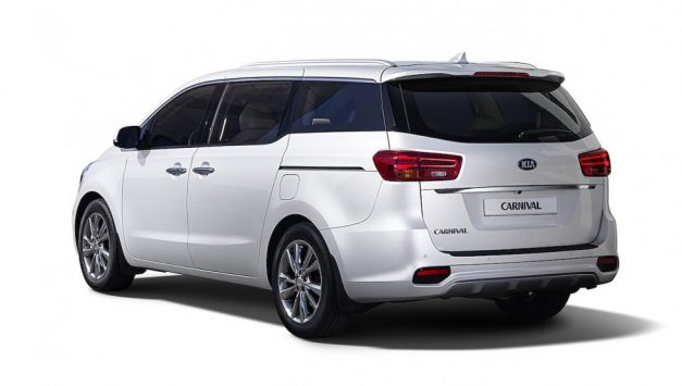 kia-grand-carnival-mpv-india-rear-back-pictures-photos-images-snaps-gallery