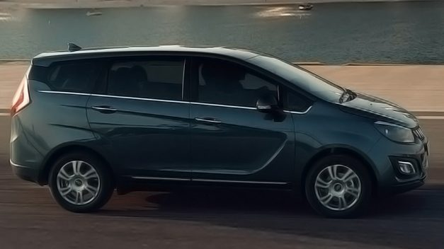 new-mahindra-marazzo-8-seater-top-spec-side-pictures-photos-images-snaps-gallery