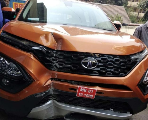 tata-harrier-first-accident-concorde-motors-prabhadevi-mumbai-india