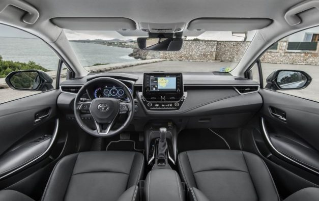 2020-toyota-corolla-altis-hybrid-sedan-dashboard-interior-cabin-inside-india-pictures-photos-images-snaps-gallery