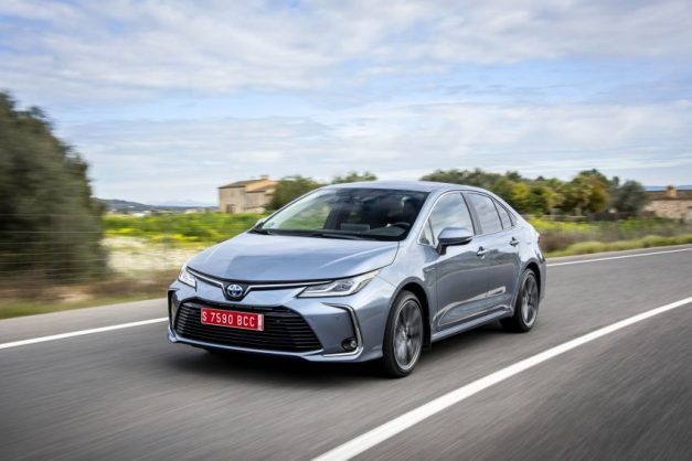 2020-toyota-corolla-altis-hybrid-sedan-front-fascia-india-pictures-photos-images-snaps-gallery