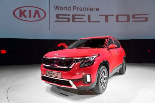 2020-kia-seltos-red-front-side-india-pictures-photos-images-snaps-gallery