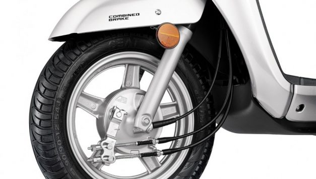 suzuki-access-125-silver-alloy-wheel-with-drum-brake-india-pictures-photos-images-snaps-gallery
