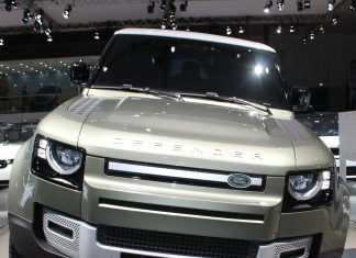 2020-land-rover-defender-debuts-dubai-international-motor-show