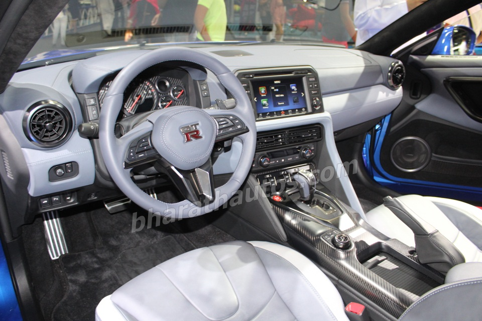 2020-nissan-gtr-50th-anniversary-edition-dashboard-interior-dubai-motor-show-pictures-photos-images-snaps-gallery
