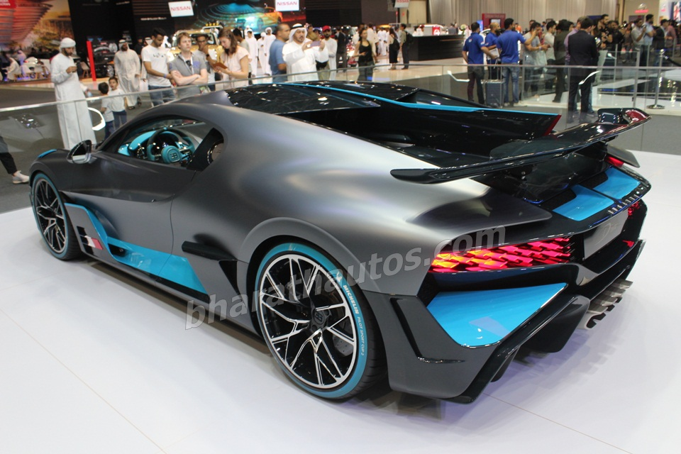 bugatti-divo-rear-three-qurter-2019-dubai-motor-show-pictures-photos-images-snaps-gallery