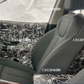 2020-mahindra-xuv500-interior-seating-inside-dashboard
