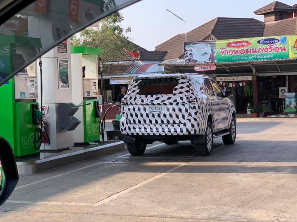 2021-toyota-fortuner-suv-facelift-back-spied-india-pictures-photos-images-snaps-gallery-video