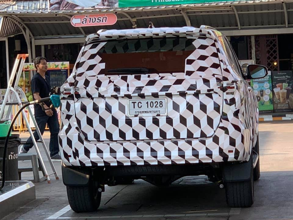 2021-toyota-fortuner-suv-facelift-rear-spied-india-pictures-photos-images-snaps-gallery-video